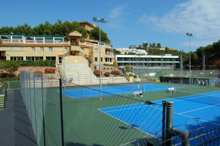 ejecución de pistas de tenis calderón